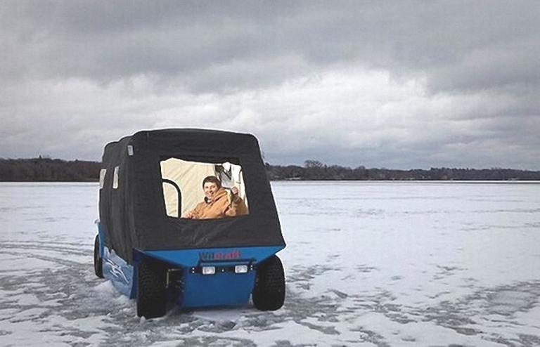 Легкий автомобиль для выезда на лед